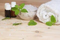 Essentiële oliën en badzout stock foto's
