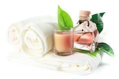 Essentiële olie, kaars en badhanddoek Royalty-vrije Stock Afbeelding