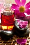 Essentiële olie voor aromatherapy en Stenen Zen Royalty-vrije Stock Foto's