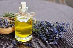 Essentiële lavendelolie Royalty-vrije Stock Foto's