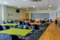 Essex, Angleterre R-U - 12 juin 2017 : Cantine vide avec des tables, Chai Photo stock