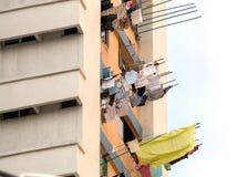 Essiccamento dalle finestre, Singapore della lavanderia Immagini Stock