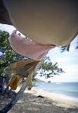 Essiccamento della lavanderia sulla riga sulla spiaggia Fotografia Stock
