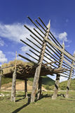 Essiccazione dell'orzo sullo scaffale di legno su stile tibetano in campagna, Zhongdian Fotografie Stock Libere da Diritti
