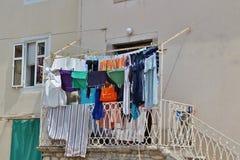 Essiccazione della lavanderia in Città Vecchia di Krk Fotografia Stock Libera da Diritti