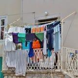 Essiccazione della lavanderia in Città Vecchia di Krk Immagine Stock