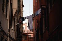 Essiccazione della lavanderia sulla via di Venezia, Italia Fotografia Stock