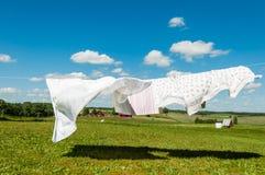 Essiccazione della lavanderia in un vento Fotografia Stock