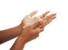 Essiccazione della mano sul panno di carta Immagini Stock Libere da Diritti