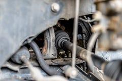 Essieu moteur avant dans la voiture, composants de direction évidents photo stock