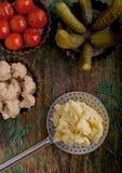 In Essig eingelegtes Gemüse und Kartoffelpürees Lizenzfreie Stockfotografie