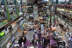 ESSO e centro commerciale di elettronica a Bangkok Immagine Stock Libera da Diritti
