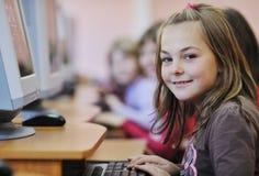 Esso formazione con i bambini a scuola immagine stock