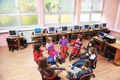 Esso formazione con i bambini a scuola Fotografia Stock Libera da Diritti