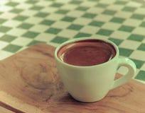 Esspresso kawa w białej filiżance na stole Obraz Royalty Free