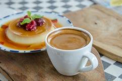 Esspresso kawa w białej filiżance na stole Fotografia Stock
