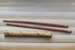 Essstäbchen für Sushi auf der Holzoberfläche asien Japanische Kultur, traditionelles Lebensmittel Stockbild