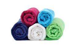 Essuie-main roulés colorés empilés Photo stock
