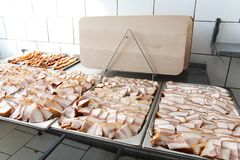 Esszimmer im armiyu Was, zum des Militärs zu essen Wirkliches Foto von der Armee, über das Leben von Soldaten Lebensmittelmilitär lizenzfreie stockbilder