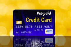 Está aqui um cartão de crédito pagado antecipadamente recarregável, recarregável ilustração do vetor
