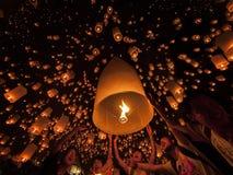 Está donde Tudongkasatarn flotando ceremonia de la lámpara Imagen de archivo