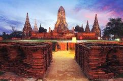 Está un lugar Wat Chaiwatthanaram, Ayutthaya, Tailandia donde ambos imágenes de archivo libres de regalías