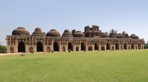 Estábulos do elefante em Vijayanagara Fotografia de Stock