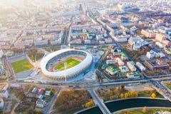 Est?dio central de Dinamo no dia ensolarado na cidade de Minsk Arena de esporte fotos de stock