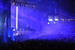 Estádio completamente com a multidão de povos do partido Foto de Stock Royalty Free