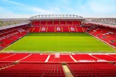 Estádio de Anfield, a terra home do clube do futebol de Liverpool no Reino Unido imagens de stock