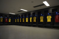 Estádio de Brasil Team Shirts Locker Room Maracana Fotografia de Stock