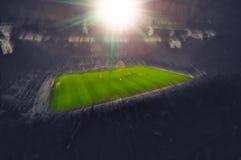 Estádio de futebol aglomerado, foto de stock