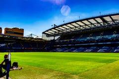Estádio de futebol da ponte de Stamford para Chelsea Club fotografia de stock royalty free