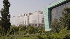 Estádio de futebol moderno e a academia ao lado dele, tiro geral vídeos de arquivo