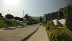 Estádio de futebol moderno e a academia ao lado dele, tiro geral filme
