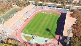 Estádio de futebol de uma opinião de olho de pássaro vídeos de arquivo