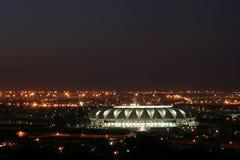 Estádio do futebol na noite imagem de stock royalty free