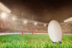 Estádio exterior do rugby com a bola no espaço do T e da cópia Fotografia de Stock Royalty Free