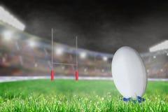 Estádio exterior do rugby com a bola no espaço do T e da cópia Fotos de Stock Royalty Free
