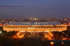 Estádio iluminado de Luzhniki na noite imagens de stock royalty free