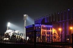 Estádio iluminado na noite Fotos de Stock