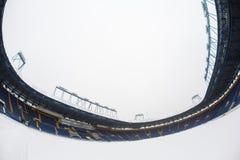 Estádio vazio & x22; Metalist& x22; com um passo coberto de neve Imagens de Stock