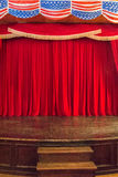 Estágio com cortinas vermelhas Fotos de Stock Royalty Free