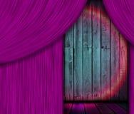 Estágio de madeira atrás da cortina roxa Fotografia de Stock Royalty Free