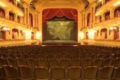 Estágio do teatro com veludo vermelho Fotos de Stock