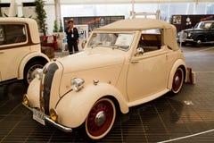 Estándar 1942 años, coches de la vendimia en la visualización Foto de archivo