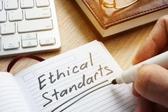 Estándares éticos escritos en nota imagen de archivo libre de regalías