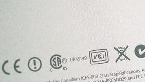 Estándares múltiples de las certificaciones en la parte posterior de los nuevos Apple Computer de iMac almacen de metraje de vídeo