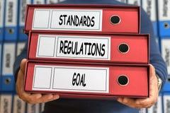 Estándares, regulaciones, palabras del concepto de la meta Concepto de la carpeta anillo Fotos de archivo libres de regalías