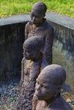 Estátua africana do tráfico de escravos foto de stock